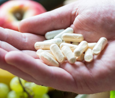 Vitamine aus Nahrungsergänzungsmitteln und anderen Lebensmitteln